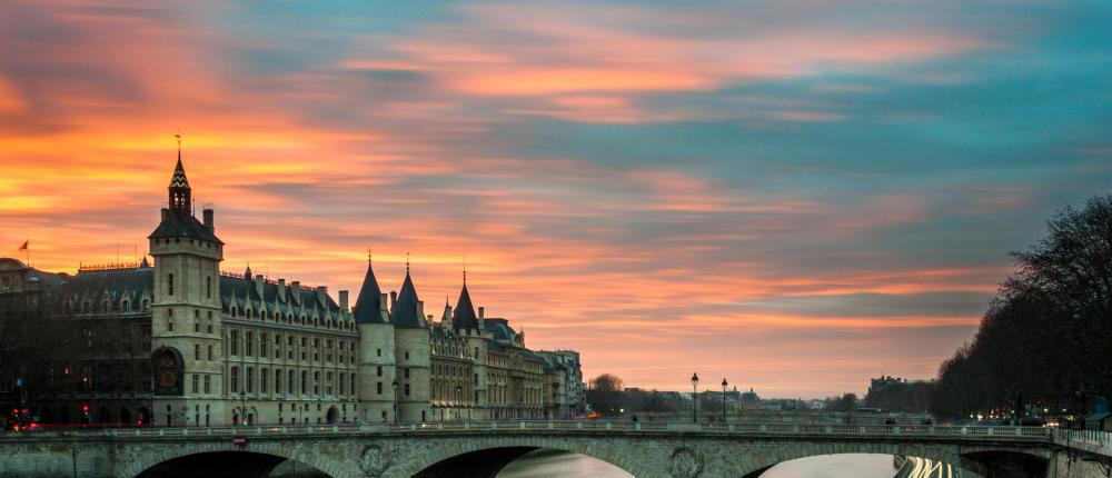 Discovering Paris bridge by bridge ...